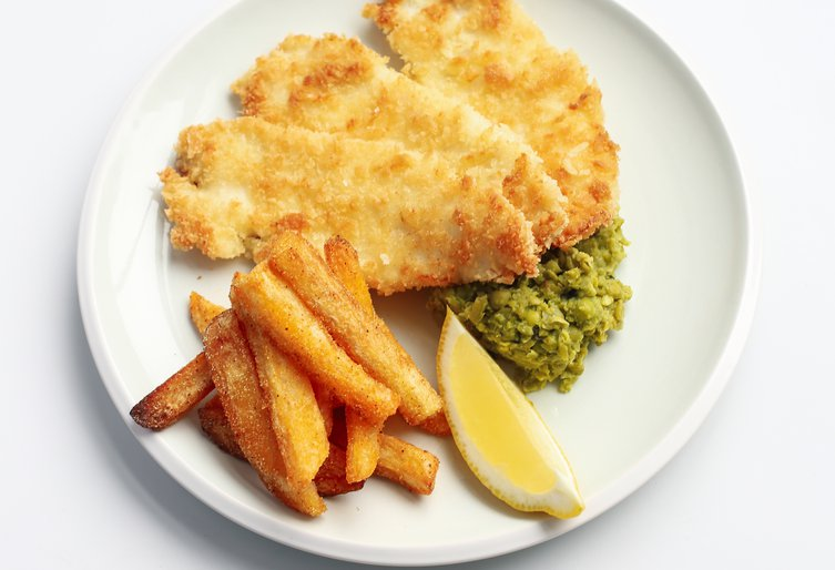 Homemade fish and chips with mushy peas (33)